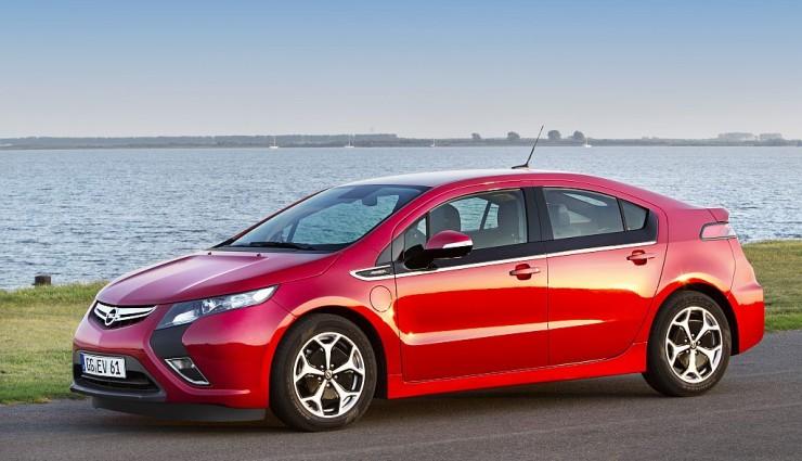 Opel Ampera rot, Seitenansicht