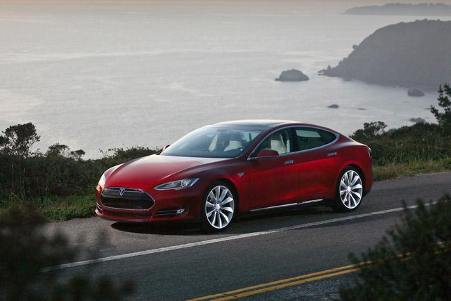 Tesla Model S 2012 in Rot am Meer