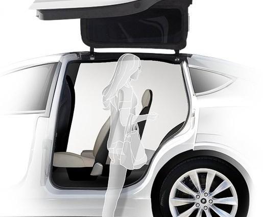 Die Flügeltüren des Model X sollen ein leichtes Ein- und Aussteigen ermöglichen