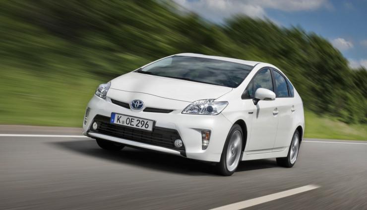 Toyota-Prius-2012-Front
