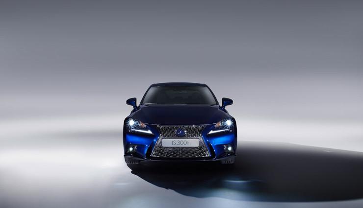 Lexus IS 300h Front