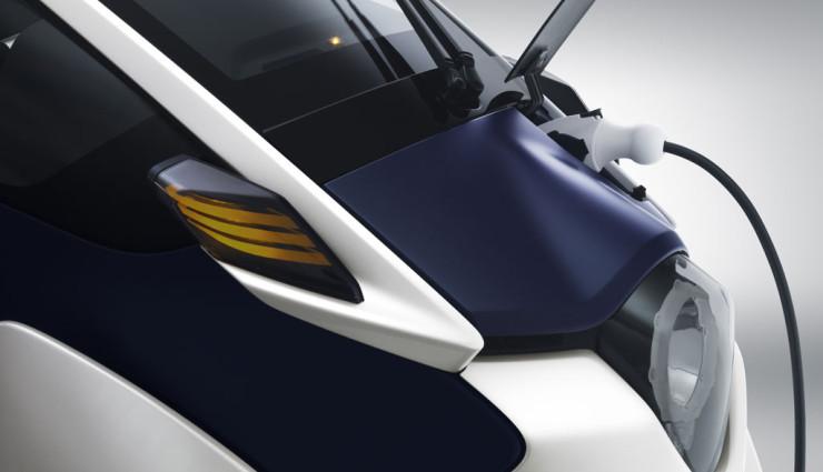 Toyota i-Road Aufladen