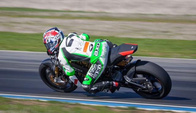 Elektro-Motorrad Brammo Empulse TTX gegen Benzin-Zweiräder auf der Rennstrecke