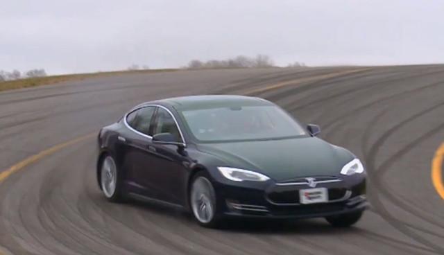 """Driften im Tesla Model S: """"...wie ein privater Vergnügungspark"""" (Video)"""
