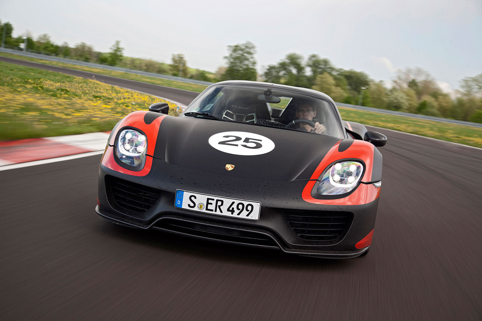 porsche 918 spyder hybrid neue bilder ver ffentlicht video. Black Bedroom Furniture Sets. Home Design Ideas