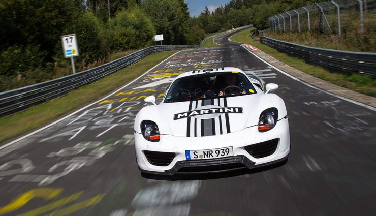 Porsche 918 Spyder Martini Racing Front 2