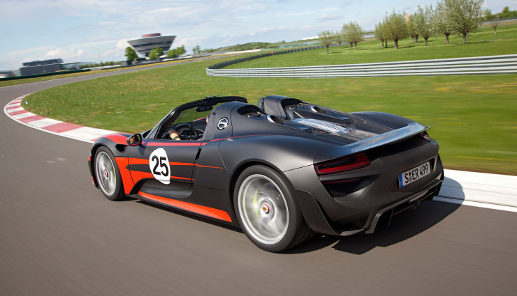 Porsche-918-Spyder-Hybrid-Heck-offen