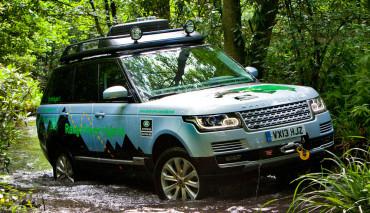 Range-Rover-Hybrid-2013-Gelaende