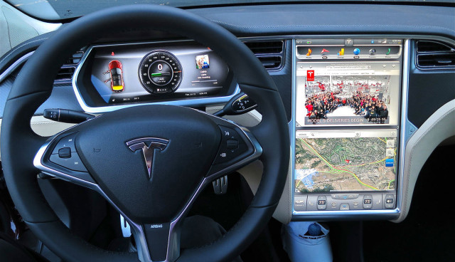 Tesla-Model-S-Display-Screen-Navigation