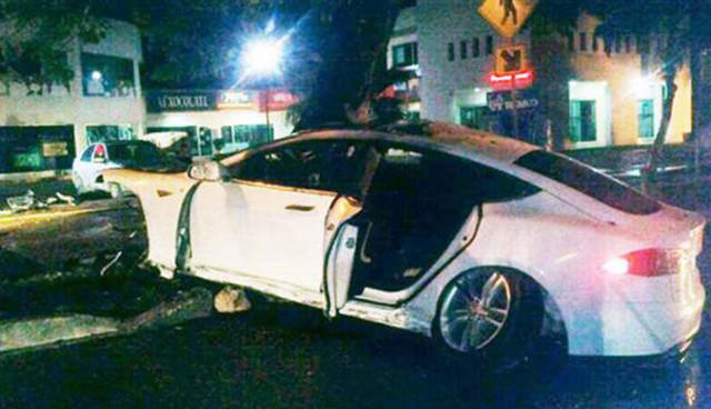 Tesla Model S Unfall Mexiko Feuer