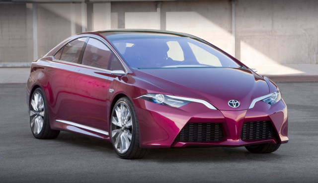 Toyota Prius 2015 vierte Generation Front 2