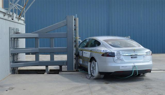 Elektroauto-Tesla-Model-S-Sicherheit