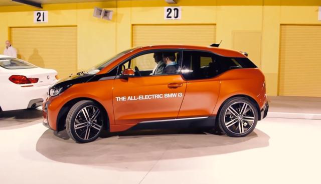 Elektroauto-BMW-i3-automatisches-Einparken
