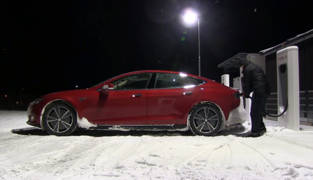 Elektroauto-Tesla-Model-S-Winter