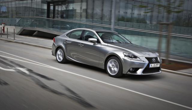 Lexus-IS-300h-Hybridauto-Verbrauch