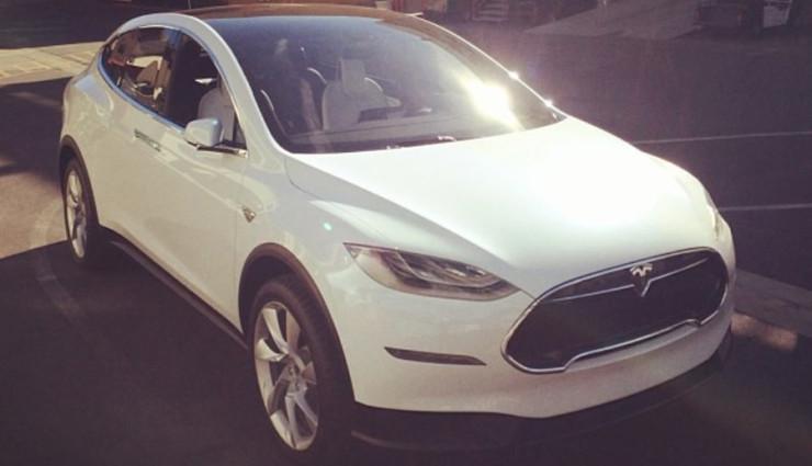 2015-tesla-model-x-Elektroauto-(1)