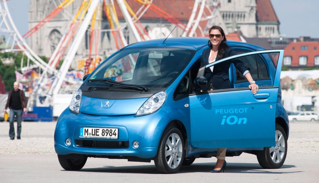 Elektroauto-Frauen