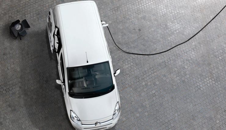 Citroen-Berlingo-Elektroauto-Transporter-Aufladen