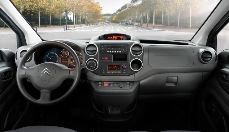 Citroen-Berlingo-Elektroauto-Transporter-Innen