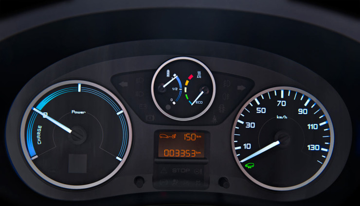 Citroen-Berlingo-Elektroauto-Transporter-Tankanzeige