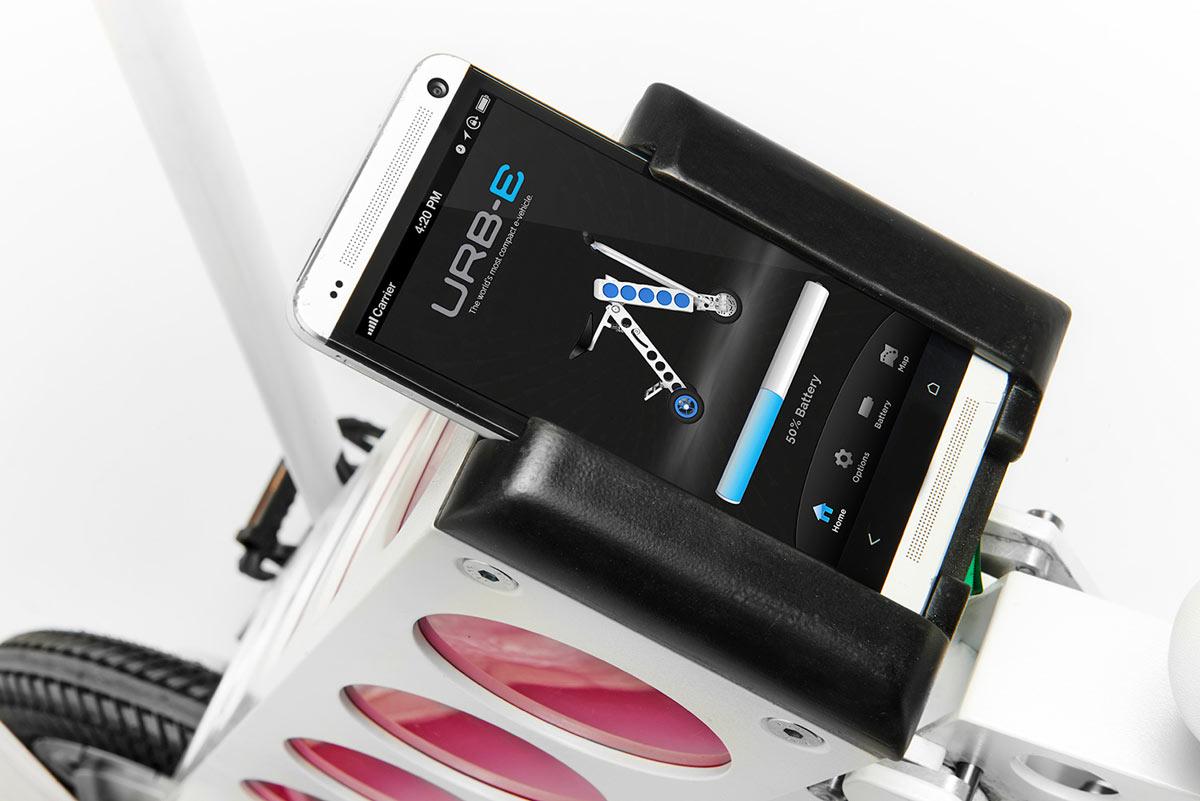 Elektroroller-URB-E-Smartphone