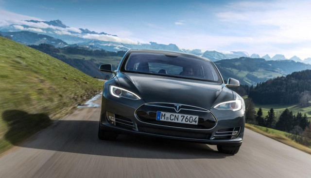tesla-model-s-europa-elektroauto-service
