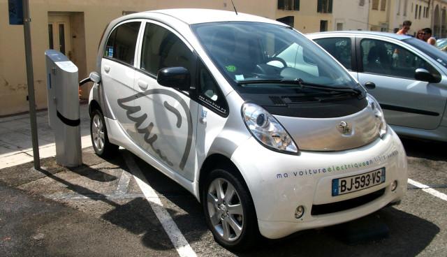 Mitsubishi-i-MiEV-Electric-Vehicle-Aufladen-bidirektional