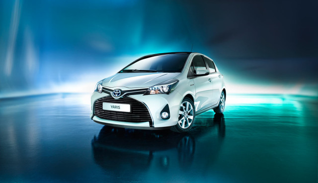 Toyota-Yaris-Hybrid-2014