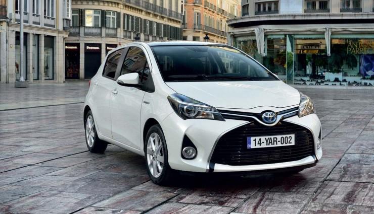Toyota-Yaris-Hybrid-2014-Front
