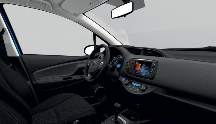 Toyota-Yaris-Hybrid-2014-Innen