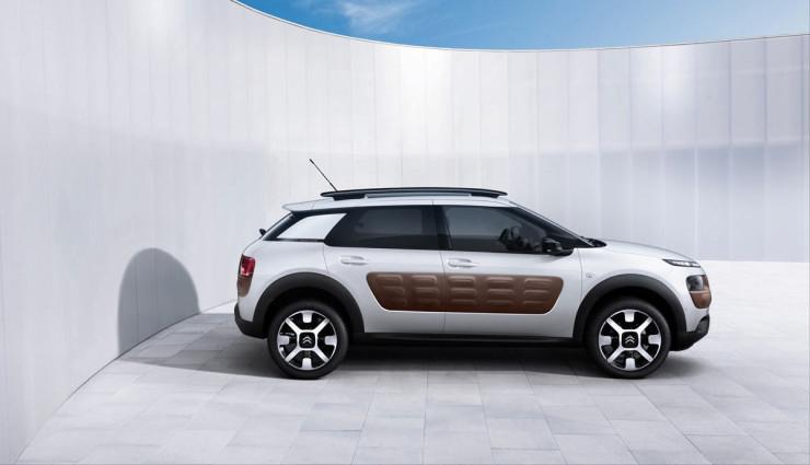 Citroen-C4-Cactus-Hybrid-SUV-2016-Seite-Airbumps