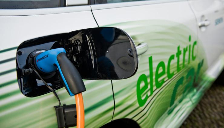 Elektroauto-Ladestationen-Deutschland-740×425