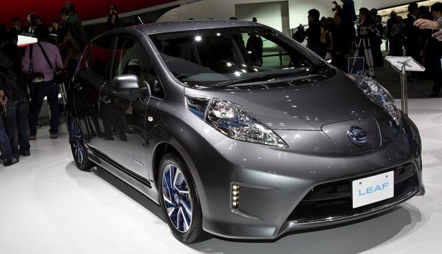 Nissan LEAF 300 Kilometer Reichweite Elektroauto