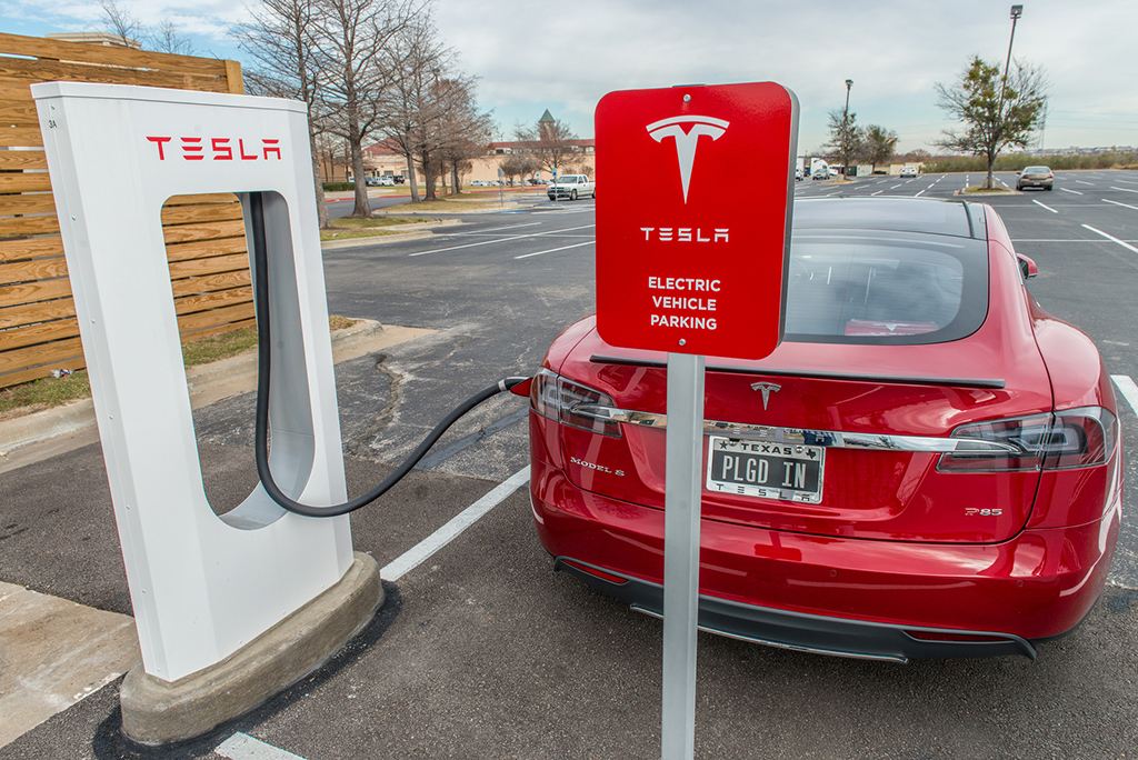 Review together with Tesla Supercharger  work Oct 2012 moreover New Tesla Supercharger Locations Uk in addition Uk Ireland Supercharger Coverage Plan December 2015 also Elon Musk Reveals Software Banish Range Anxiety Says Tesla Model S Cars Soon Able Drive Themselves. on tesla supercharger locations map