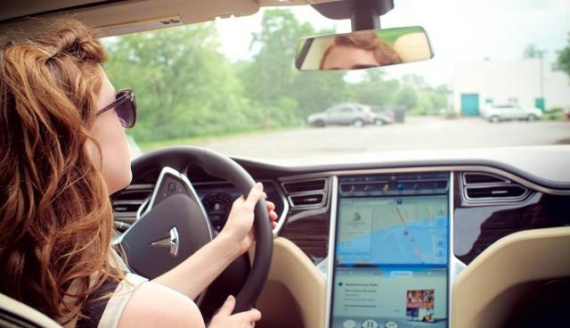 Tesla selbstfahrendes Auto