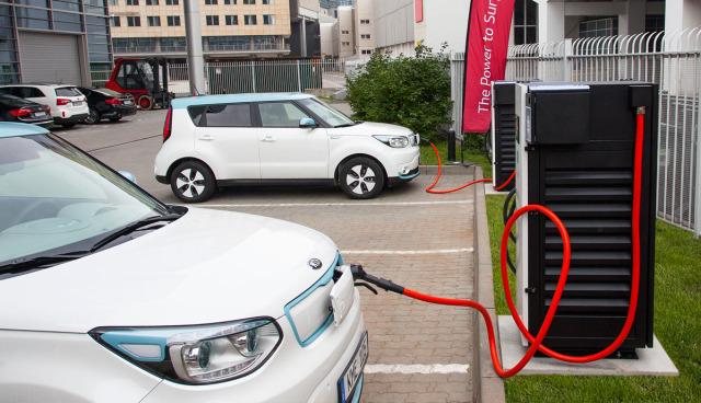 KIA-Soul-EV-Elektroauto-Ladestation-100kw