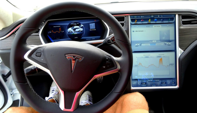 Tesla-selbstfahrendes-Auto