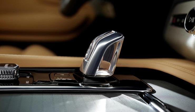 2015-Volvo-XC90-Plug-in-hybrid-04