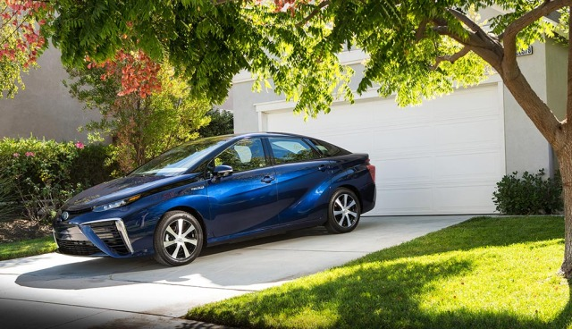 2016_Toyota_Fuel_Cell_Vehicle_019
