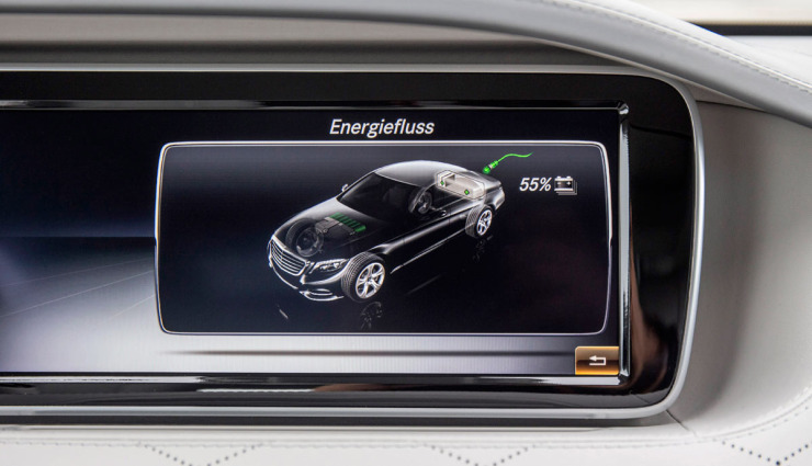 Mercedes-S-500-Plug-in-Hybrid-Bordcomputer