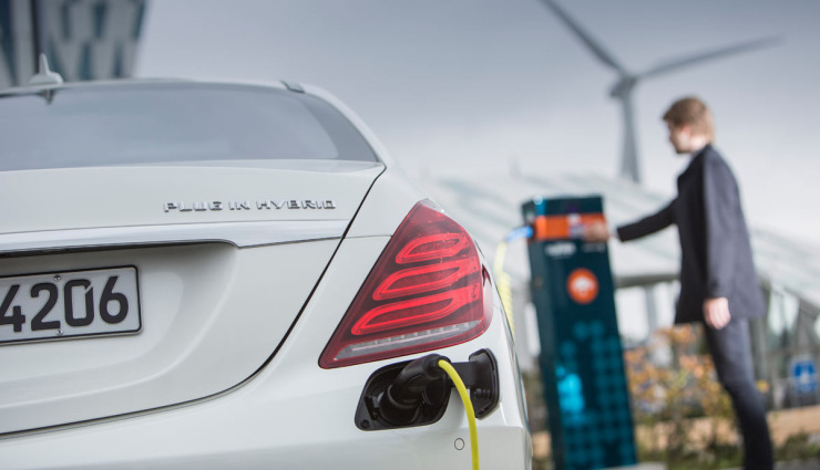 Mercedes-S-500-Plug-in-Hybrid-Steckdose