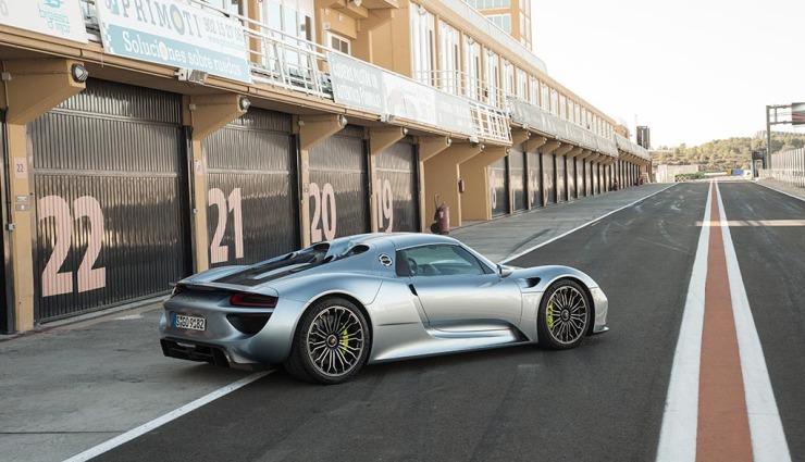 Porsche-918-spyder-gallery-11