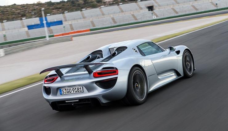 Porsche-918-spyder-gallery-13