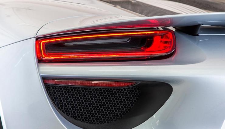 Porsche-918-spyder-gallery-16