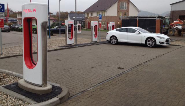 Tesla-MVV-Supercharger-Hirschberg