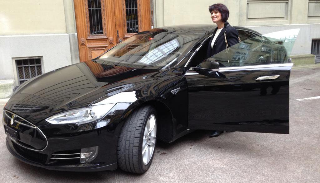 Tesla-Dienstwagen-Politiker