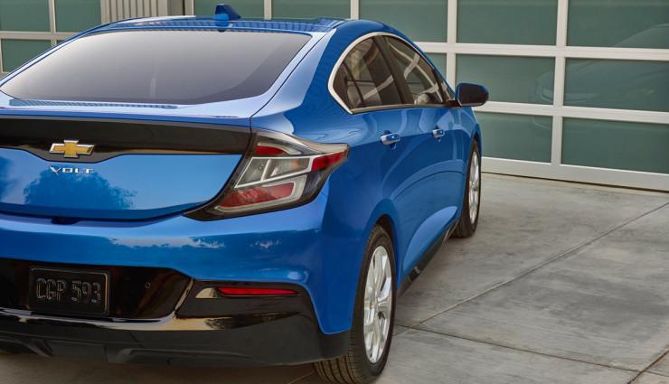 2016-Chevrolet-Volt-021