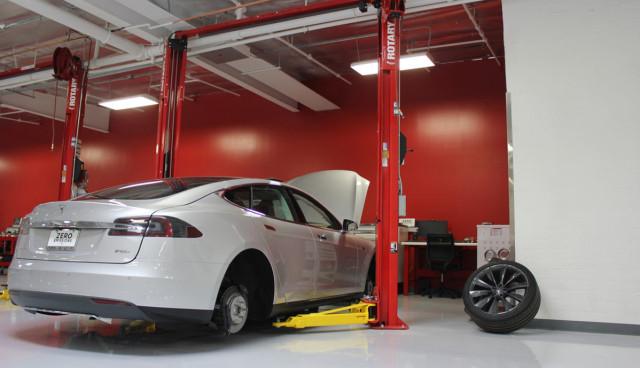 TEsla-Motors-Werkstatt