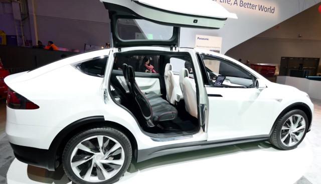 Tesla-Model-X-Falcon-Doors-CES-2015