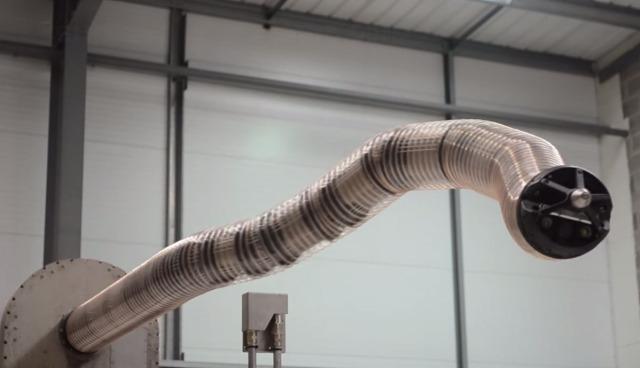 Tesla-snakebot-roboter-schlange-ladekabel-stecker